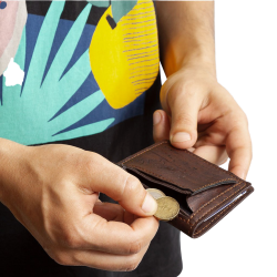Tarjetero de corcho con monedero